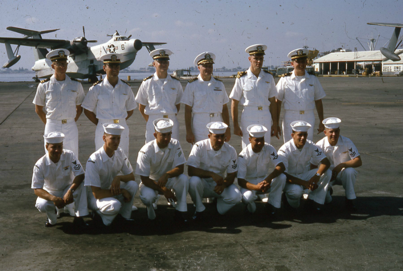 commander-hinden-and-crew