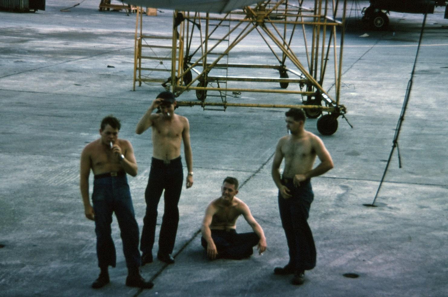 vp-40-wash-crew 1965