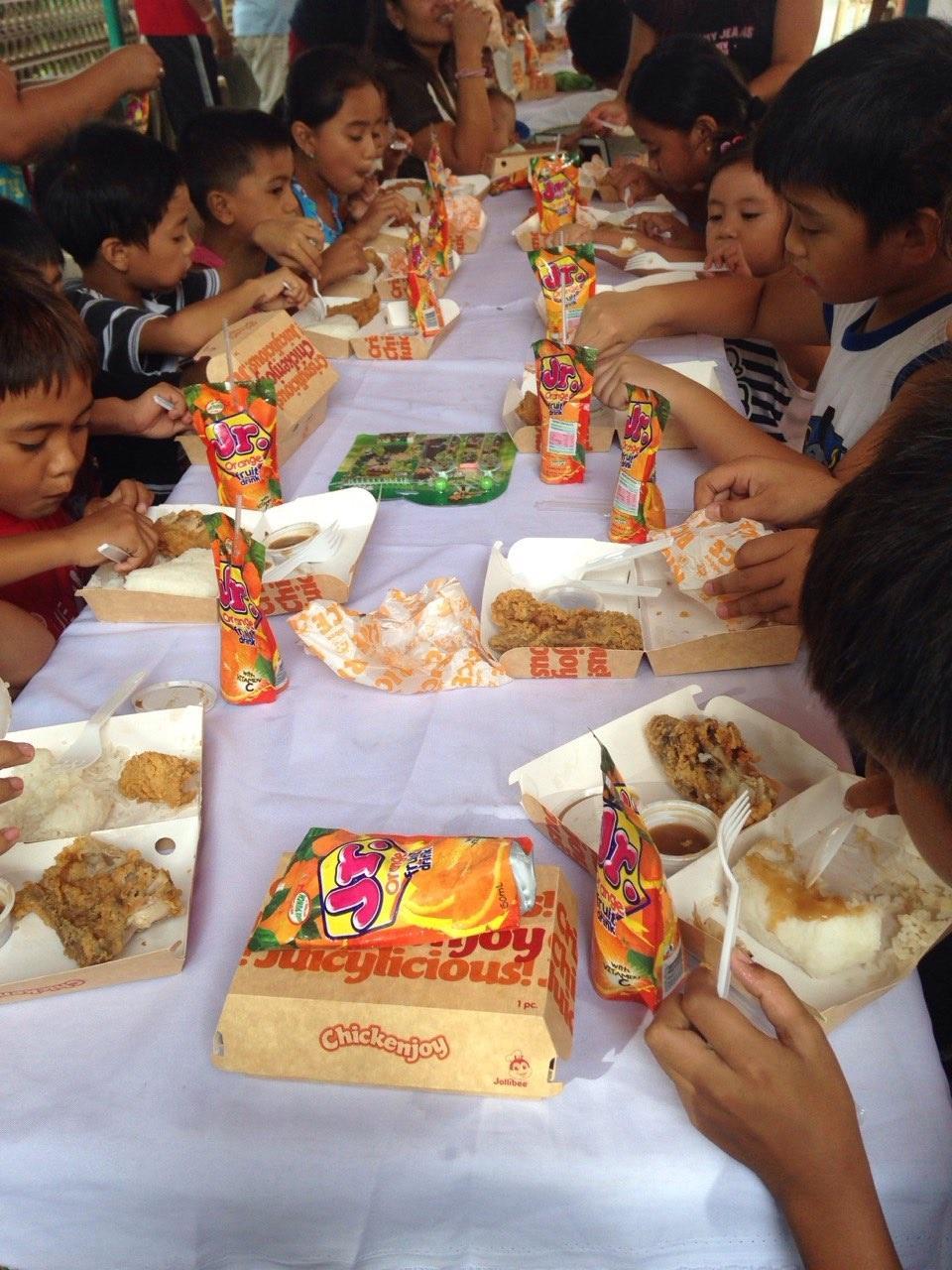 feeding 2015-007.jpg