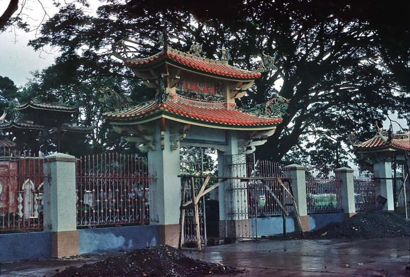 entrance-to-chinese-cemetery-nov60_0