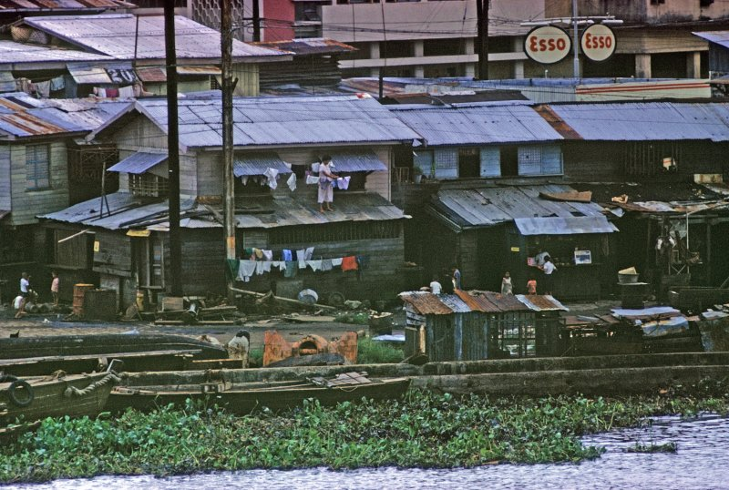 pasig-river-bank_2-jan2010