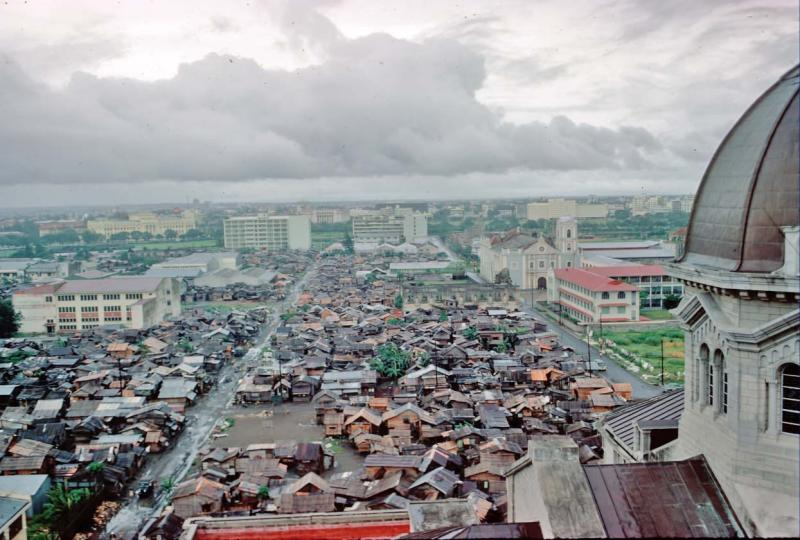 shantytown-in-behind-manila-cathedral-nov60