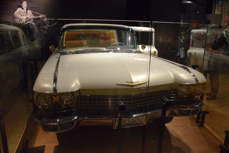 Elvis Gold Caddy-01